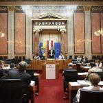 Bundesratspräsident Martin Preineder am Präsidium bei seiner Antrittsrede.