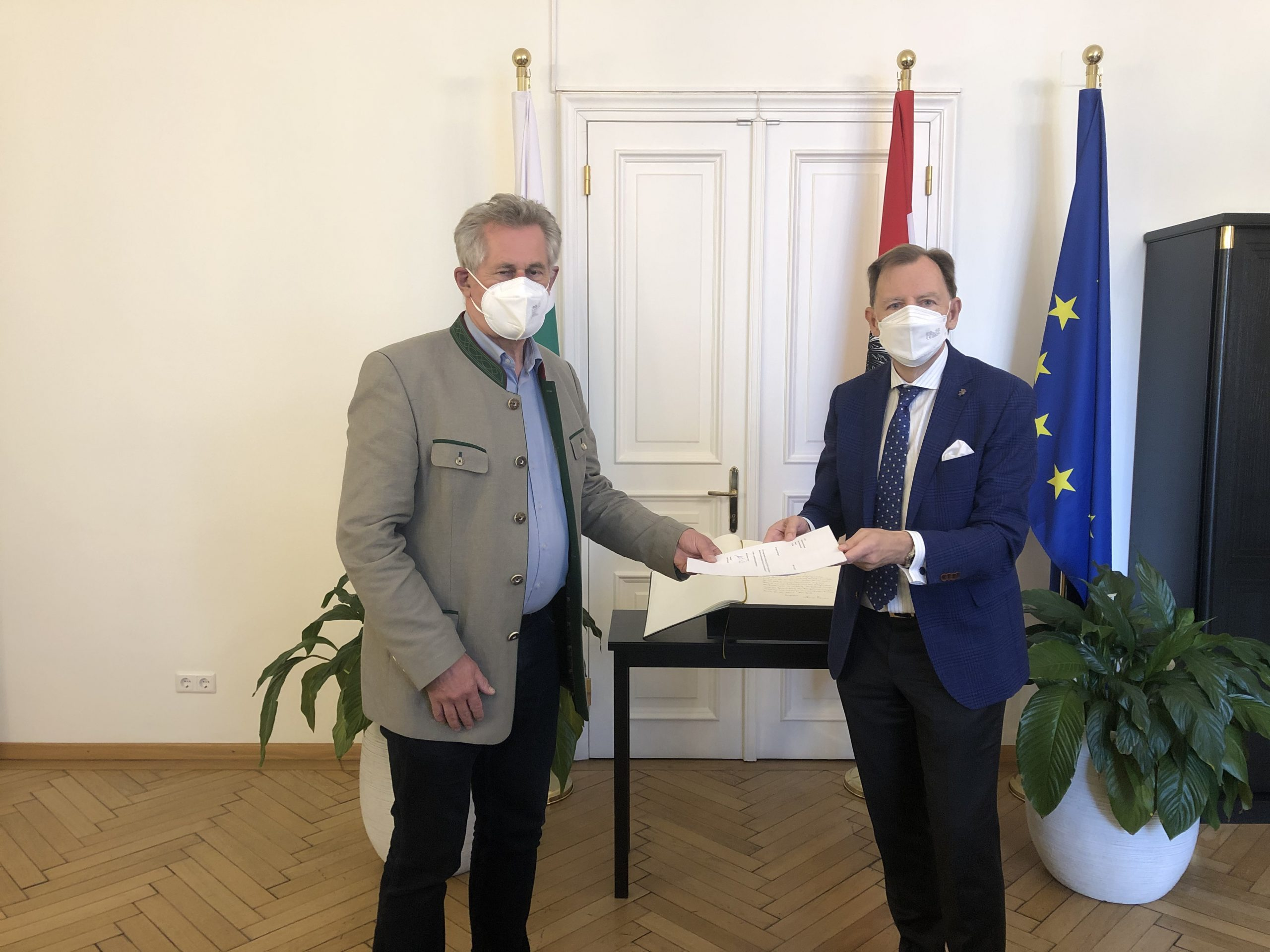 Petitionsuebergabe_Preineder_Buchmann