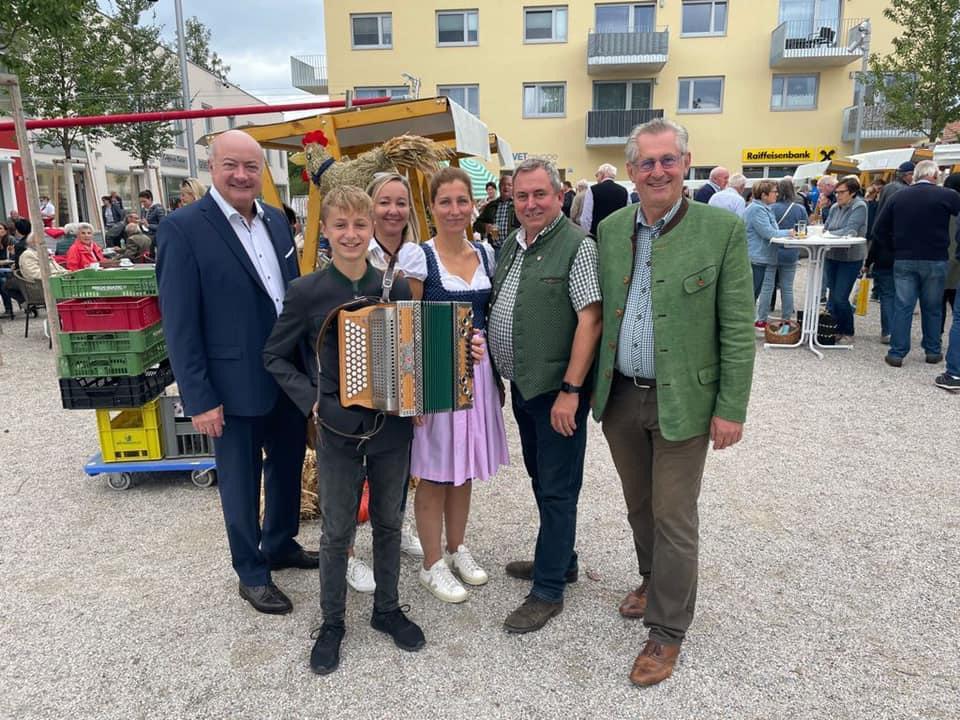 v.l.n.r. NR Stocker, Leo Wolf, Maria Kornhofer, Bgm Bernhard Karnthaler und BR Martin Preineder