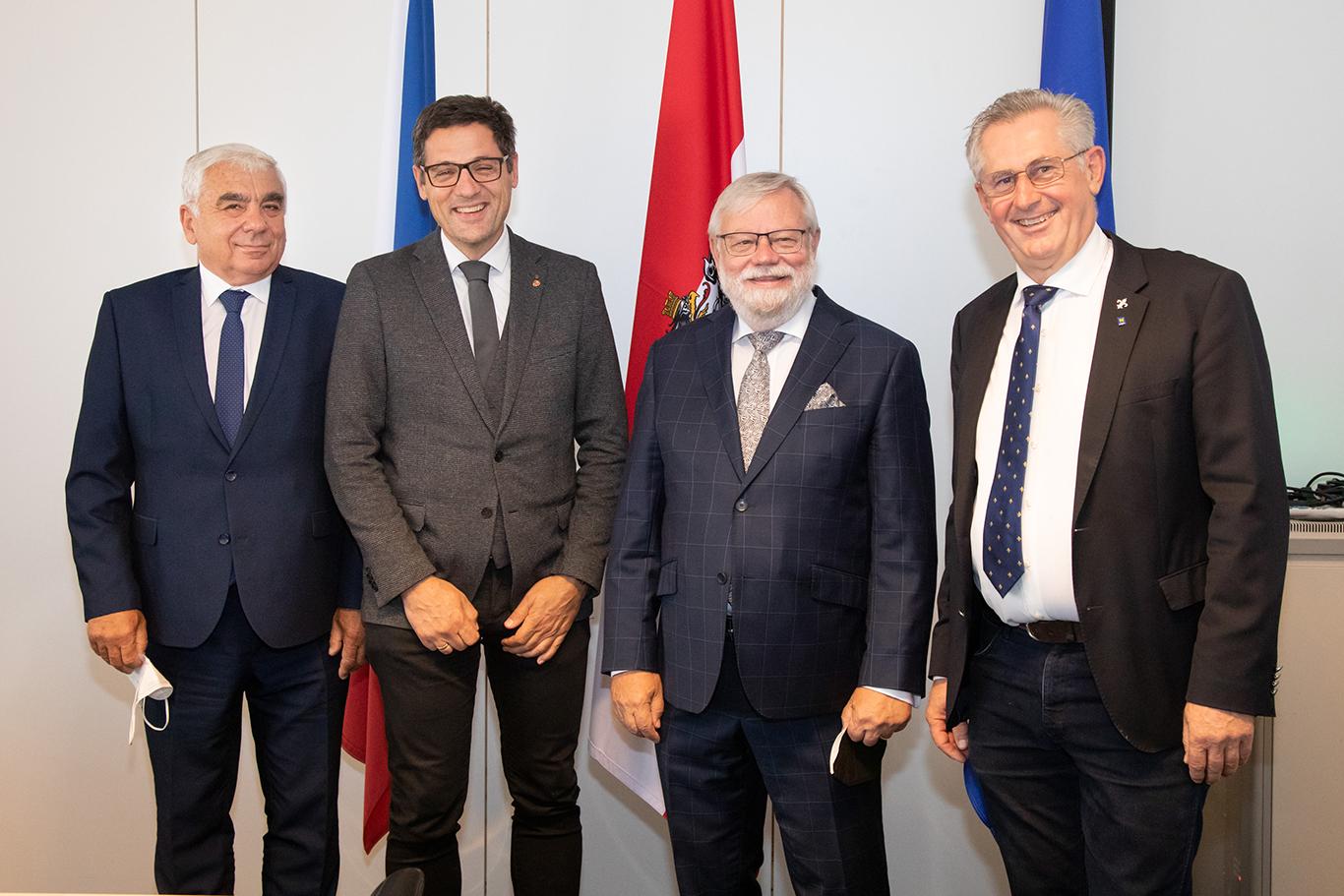 Von links: Jiri Vosecky, Senator, Bundesratspräsident Peter Raggl (ÖVP), Jiri Oberfalzer, Senator, Bundesrat Martin Preineder (ÖVP)